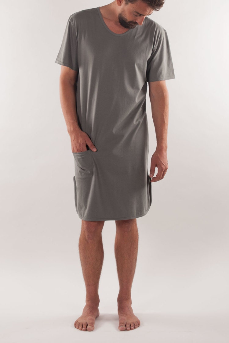 Stylish mens cotton loungewear pyjamas from Calvin Klein nightwear. Short sleeve top in grey heather. Derek Rose loves his short pajamas. Ideal for the summer season, these feature short sleeves, classic collar and above-the-knee shorts.