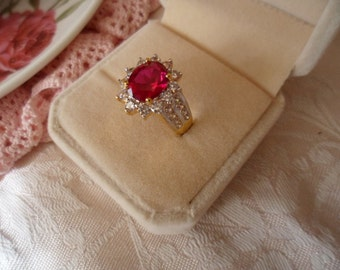 Antique vintage 18K Gold Ring with Ruby and Sapphires ring size P