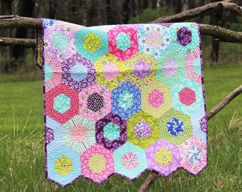Hexagon Baby Quilt. Heirloom Quilt for Baby, Toddler, Baby Girl, Lap quilt, Me and My Sister, LOL