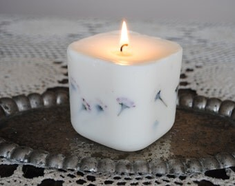 Large Soya Wax Daisy Candle - Xmas, Christmas Table Centre Piece - Gothic, Scary - Natural Colour with dried daisy flowers