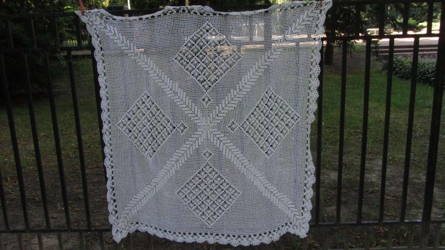 Lace White Cotton tablecloth, Handmade Lace Tablecloth, Big Bobbin Lace Round Ma