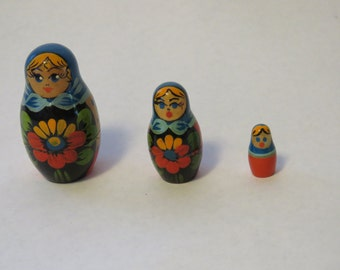 Set of 3 Russian nesting dolls