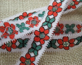 LOT OF 20 METRES Floral Lace Trim, White with red and green flowers, width 20mm, nylon, non-elasticated