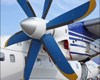 24x36 Poster . Propeller Of The Antonov An-140-100