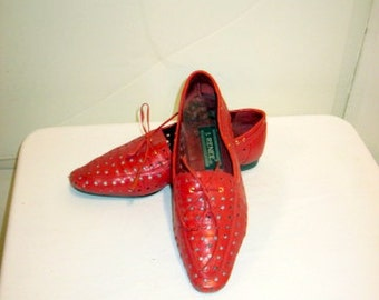 sz 7m vintage shoes flat red perforated leather