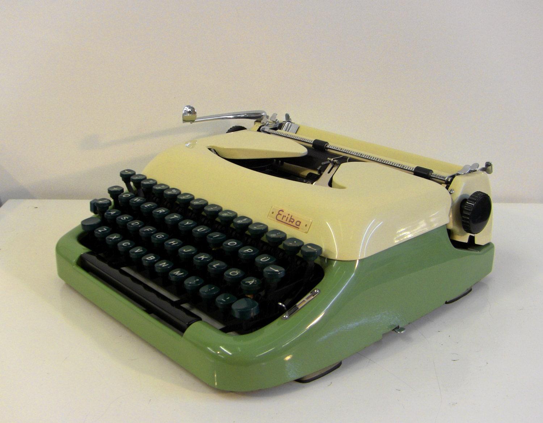 vert ivoire erika mod 10 machine crire portable clavier. Black Bedroom Furniture Sets. Home Design Ideas