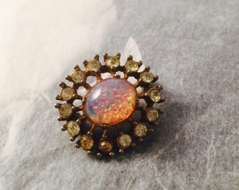 Small pretty vintage brooch