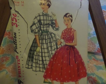 Simplicity Printed Pattern 35c 4918 Size 14 Bust 32 Dress