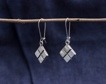 Earrings with silver-coloured chocolate bar
