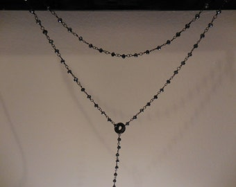 Necklace with blueblack beads