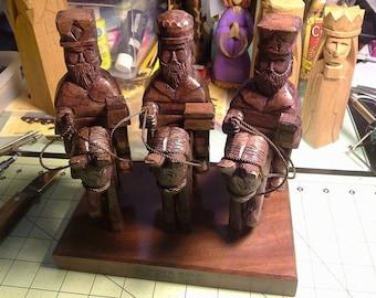 Tres Reyes Magos a Caballo polycromados y acabado tradicional (Three wise men on horse) Also in traditional finish