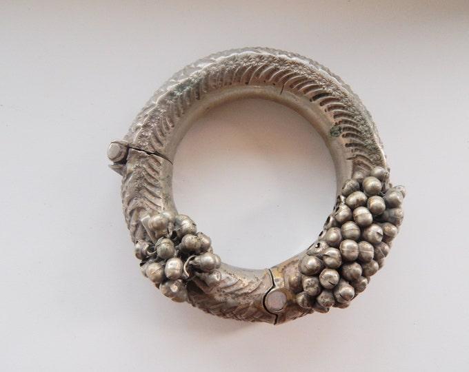 Antique bracelet/ afghanistan jewelry / kuchi bracelet / kuchi jewelry / banjara jewelry / vintage silver bracelet / old handmade bracelet