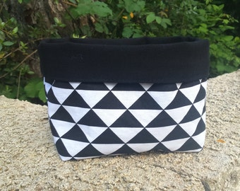 empty Pocket small basket in black and white reversible