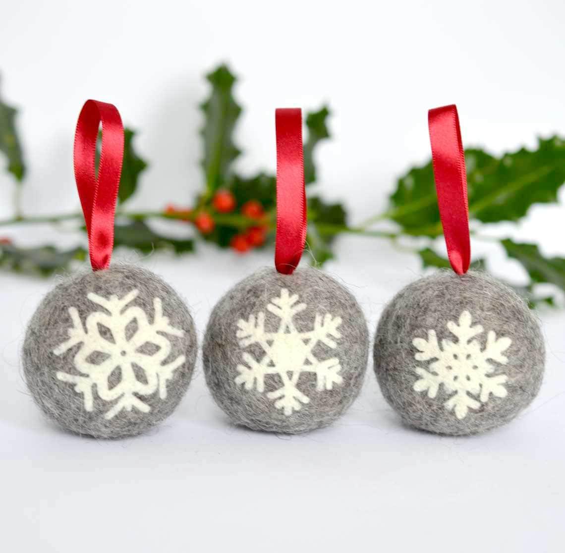 Snowflake christmas ornaments bulk - Felted Snowflake Applique Christmas Ball Ornaments Set Of Three Handmade Scandinavian Style Natural Grey Norwegian