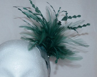 Dark green feather fascinator. Green hair accessory. Wedding fascinator.