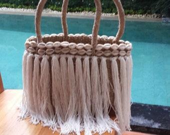 Small tassel and shell beach basket, tassel beach bag, beach basket, shopping basket, small raffia basket