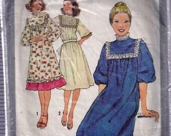 Juniors' and Misses' Dress - Robe pour jeune fille et jeune femme - Simplicity no 8415