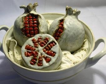grandas decorativas, hechas a mano en ceramica gres.