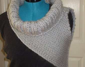 Kaitniss Cowl in grey