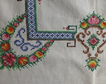 Vintage Hand Embroidered Cross Stitch Table Cloth81 x 83cm