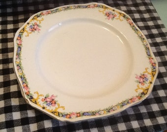 Antique (c.1915) Alfred Meakin MEA312 art-nouveau square luncheon plate. Gold, scalloped edge.