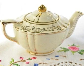 Cream Sadler mini teapot