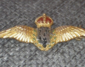 A vintage 9ct gold and enamel sweetheart RAF brooch pin