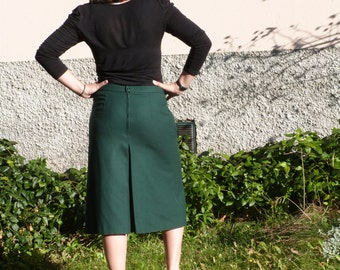 Green skirt with box pleats
