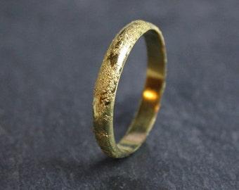 Alliance en or jaune 18 carats, Alliance texturée, Bague mariage moderne, Bague metéorite fait main France, Bague homme femme minimaliste