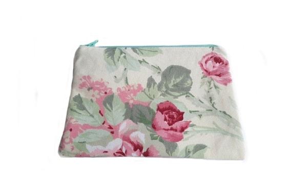 Red roses makeup case, zipper bag, cosmetic bag, cosmetic case, pencil case, makeup organizer roses, makeup bag, toiletry bag, bridal gift