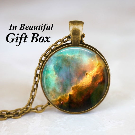 Omega Nebula galaxie collier Omega collier Galaxy bijoux nébuleuse collier espace bijoux univers pendentif pendentif Art