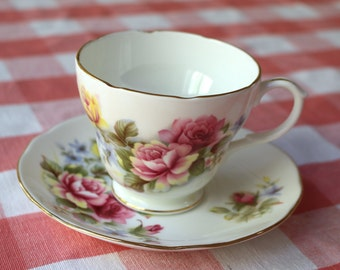 1950s Duchess Teacup Pink Roses