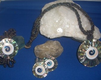 shell jewelry set  Necklace, bracelet, and earrings