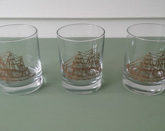 A Vintage Set Of 3, Barware Lo Ball Tumblers With Shiny Gold Clipper Ships