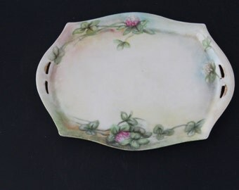 VINTAGE OVAL PLATE with Cllover Flowers