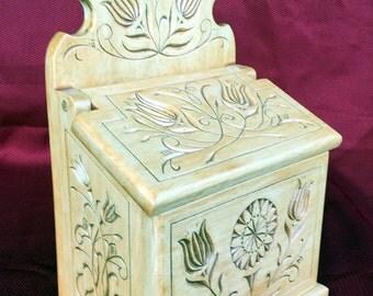 11016 Chip Carved Salt Box