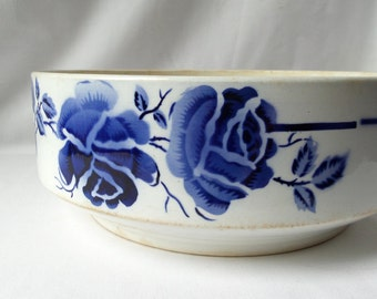 Bowl in faience St Amand