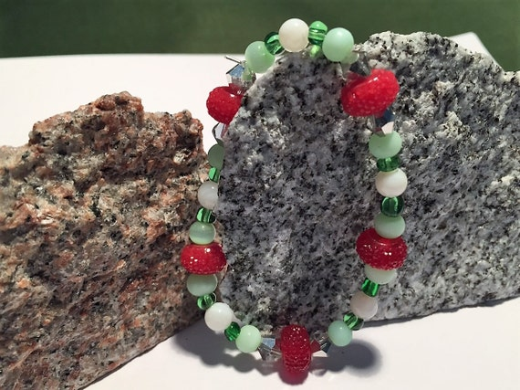 Christmas Bracelet. Holiday Stretch Bracelet. Red Candies and Green Beads and Crystals.