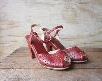 Vintage High Heel Sandals Boho - hipster - surf - Tan Shoes - Size 5 1/2