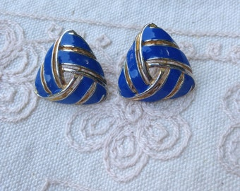 Blue enamel earrings, vintage enamel earrings, Pierced earrings, blue earrings, blue enamel earrings, vintage earrings, Blue enamel E23