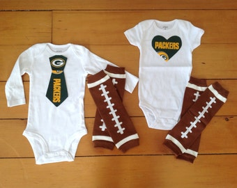 Go Green Bay Packers! Baby Bodysuit set with Packers appliqué for little Packers fans. Baby shower gift idea