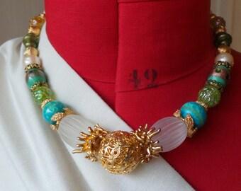 Necklace / necklace Emanuel Ungaro vintage beads resin & gold metal