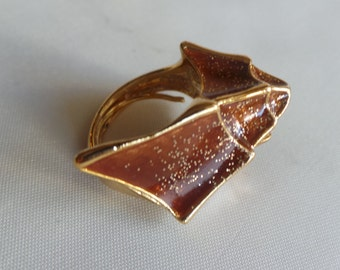 Emanuel Ungaro vintage featuring a shell - enamelled brass - ring size 52