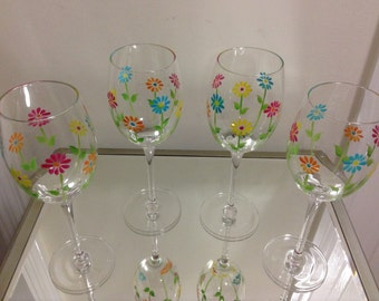 Sale 4 Hand Painted Wine Glasses / Daisy Flowers / Glassware / Stemware