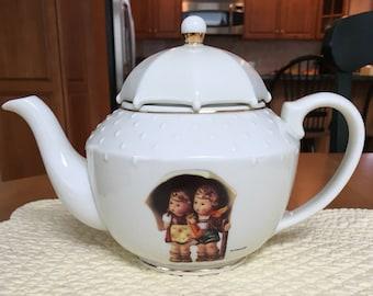 Hummel Teapot - Stormy Weather