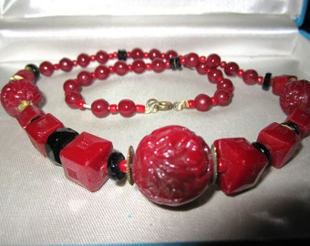 Attractive vintage 1940s Art Deco cherry red pressed glass necklace