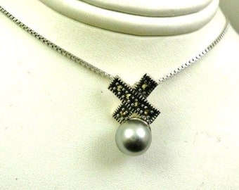 Beautiful sterling silver marcasite grey fx pearl pendant