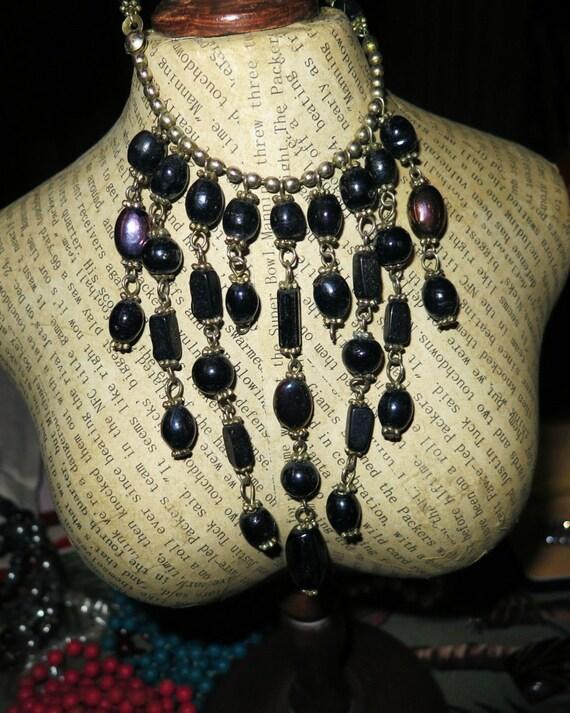 Lovely vintage 1970s goldtone black glass dropper necklace