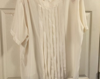 Sale...Vintage ladies blouse....Cream...Plus size 22W/42