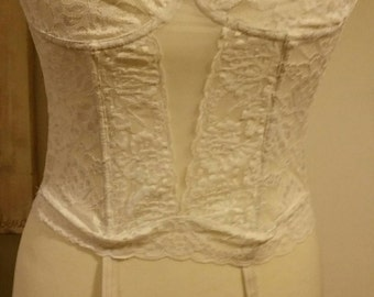 Beautiful vintage white lace corset with suspenders. 30b